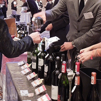 wine-hand