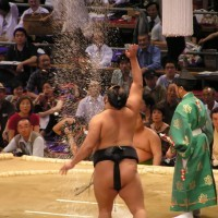 sumo-throwing-salt-1553609